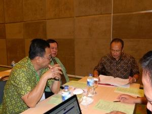 Prof Soegih memimpin faculty meeting